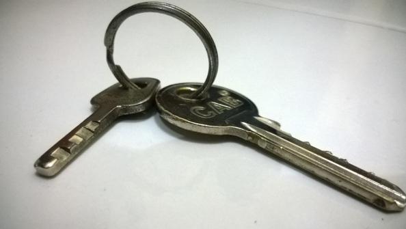 Kunci Kamar dan Kunci Gembok